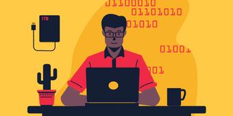 Développeur homme en train coder