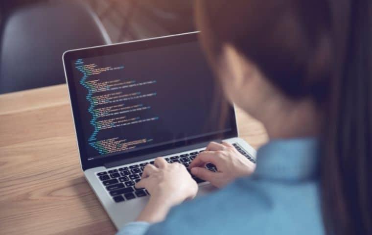 Femme développeur web